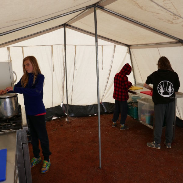Children cokking in the camp Kudoo kitchen